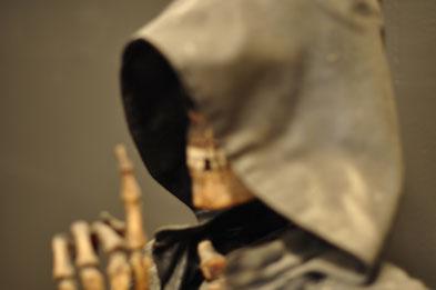 skelet met gewaad